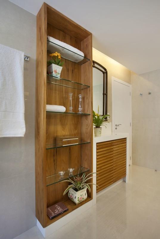 Projetos de Arquitetura e Decoração de Banheiros com Armários de Madeira
