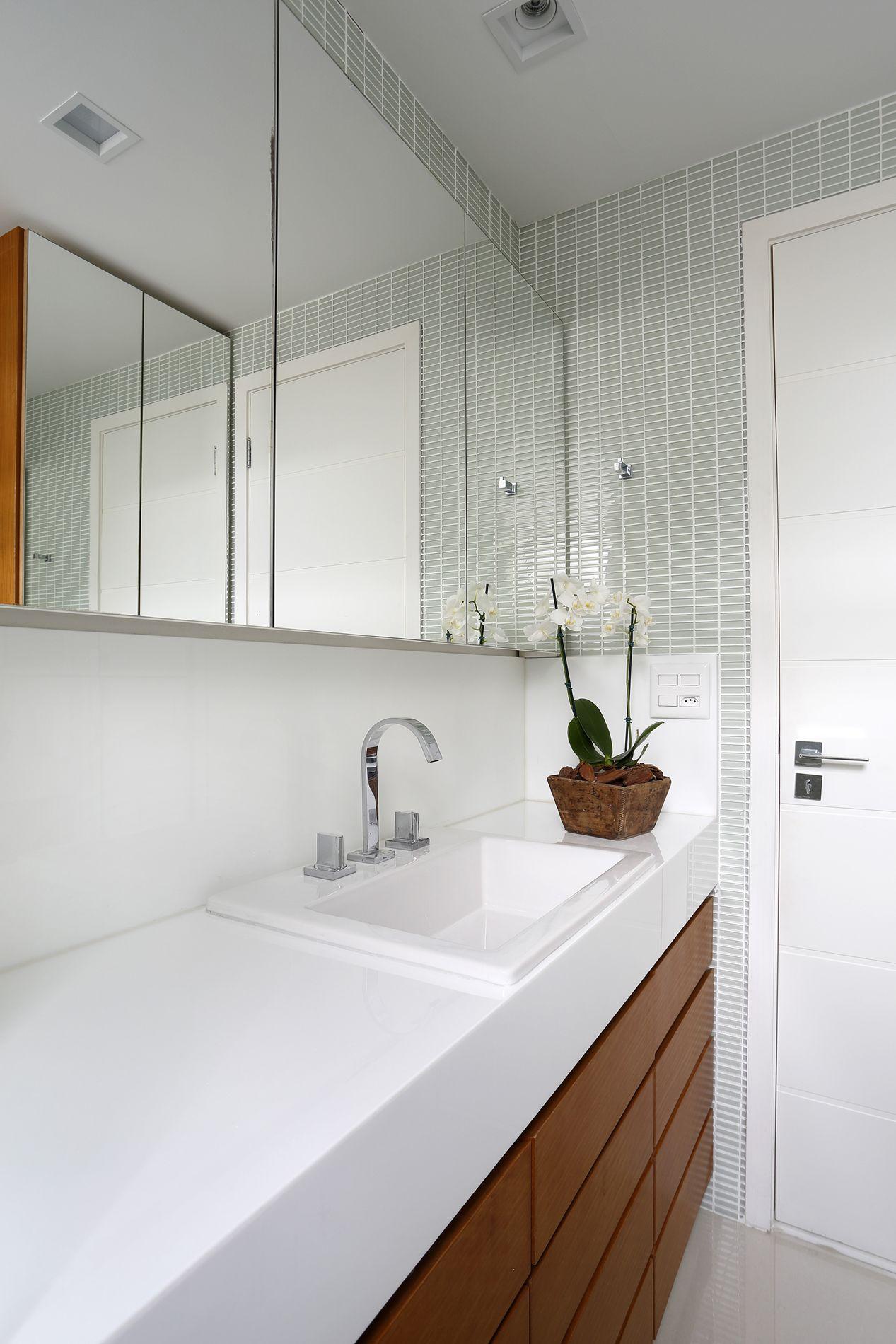 Projeto de Arquitetura e Decoração para Banheiros Pequenos em  #A86B23 1267 1900