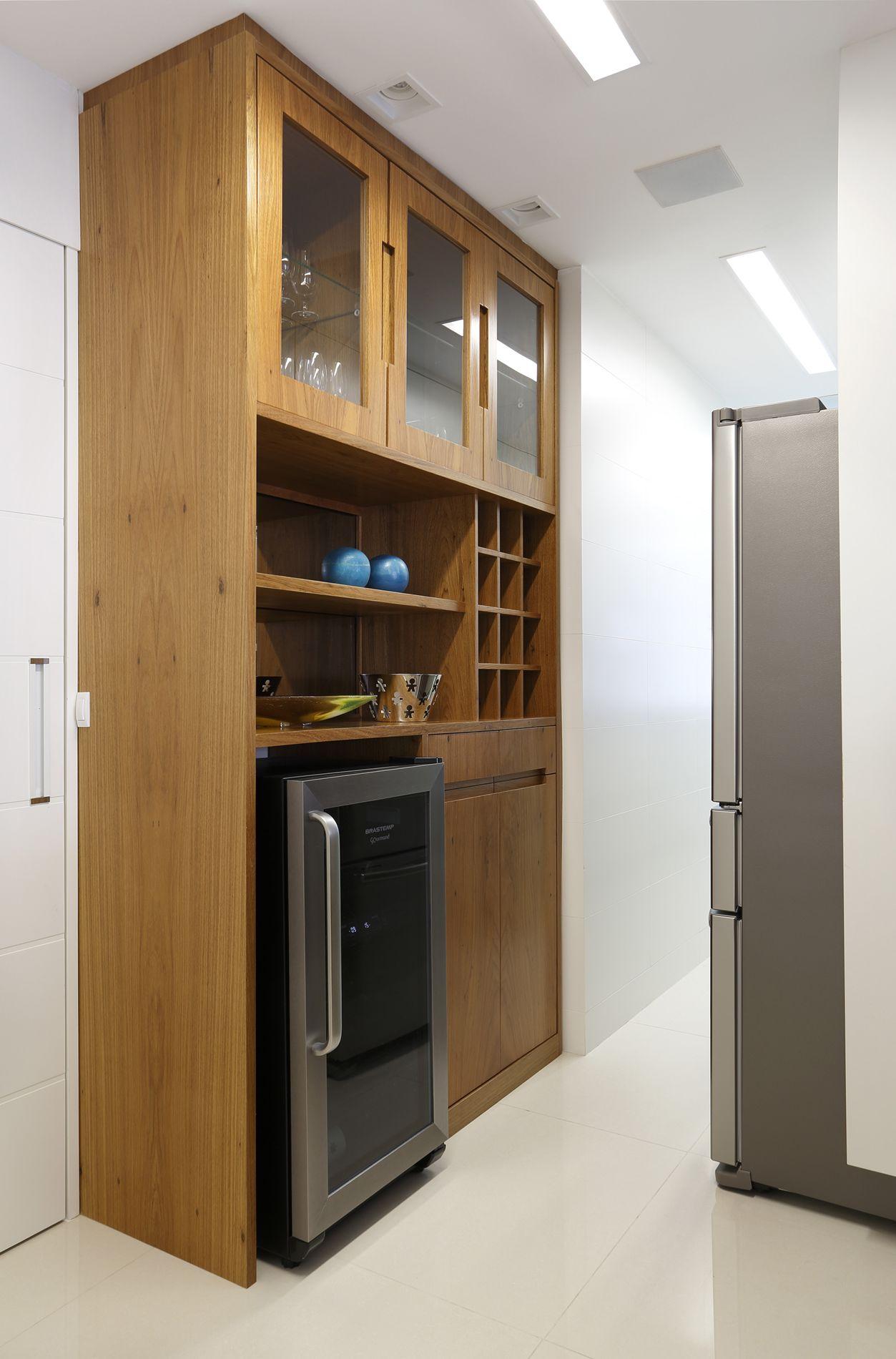 Projeto de Arquitetura e Decoração para Cozinhas Pequenas em  #8E6B3D 1253 1900
